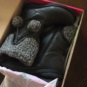 New, never worn cute girls boots.